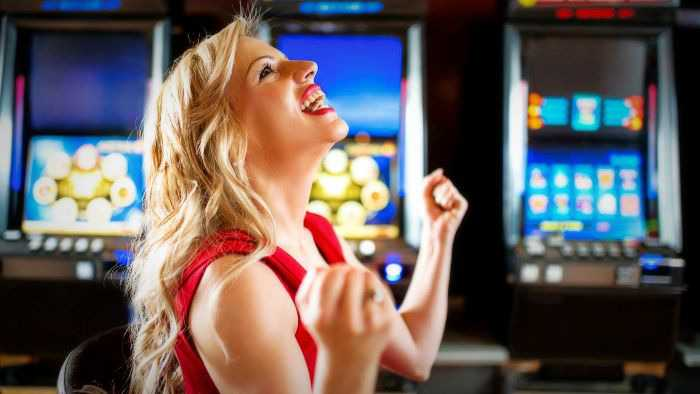 How to win at the casino playing slot machines or roulette and blackjack